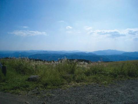 大パノラマが広がる亀石峠